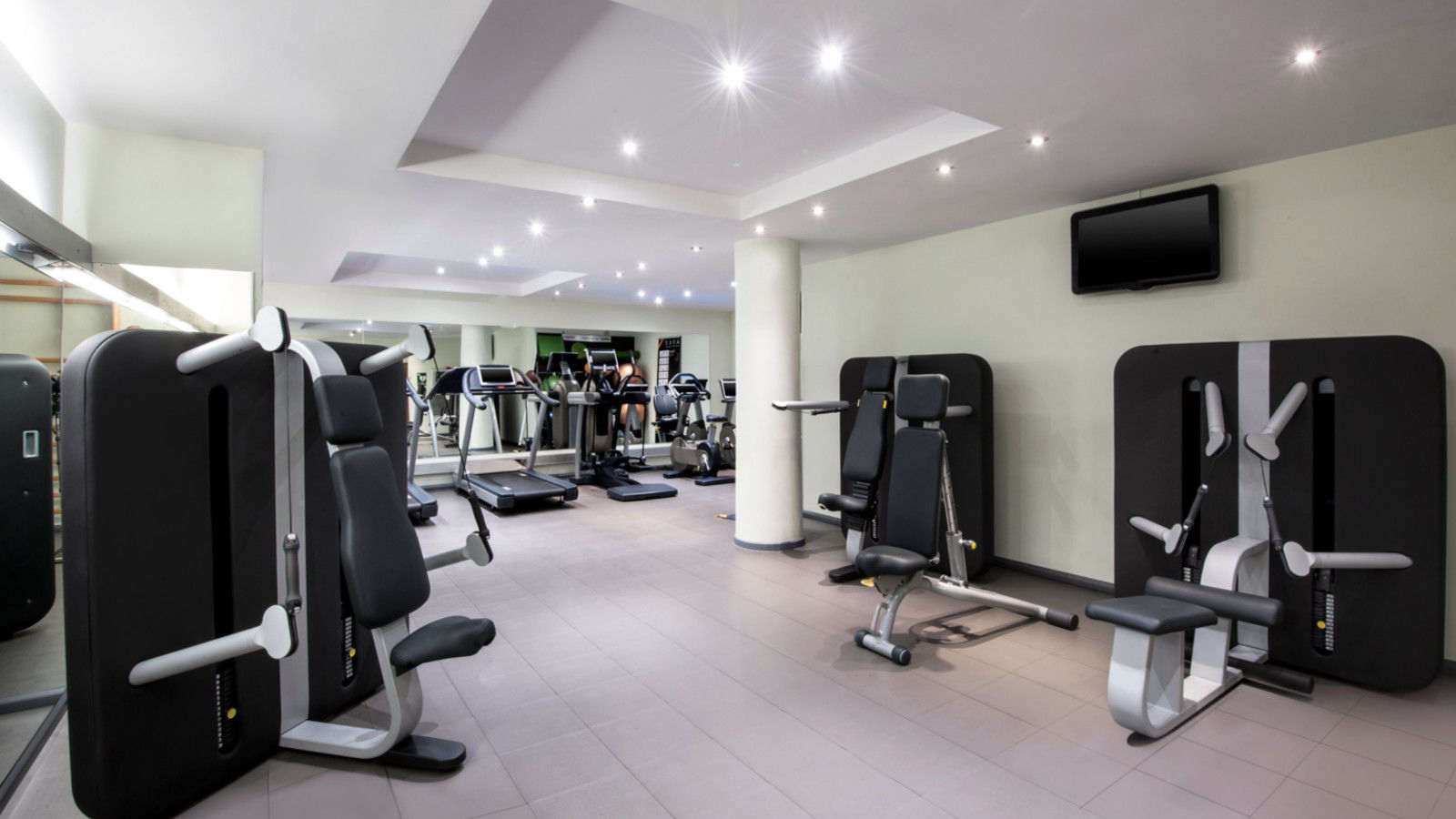 24 hours gym at Le Méridien Barcelona