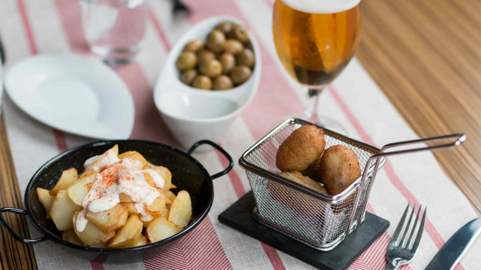 Tapas and free parking at CentOnze Restaurant